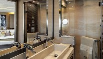 MCY-70-Yacht-Bathroom-001