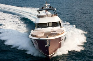 MCY-70-Yacht-front-view-001
