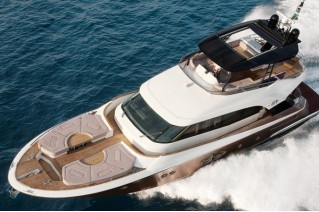 MCY-70-Yacht-view-from-above-001