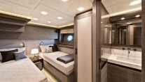 MCY105 Yacht G - Guest Cabin
