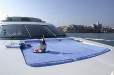MIDNIGHT ROSE - Foredeck sunbathing