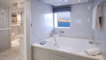 MOONLIGHT II -  Master Cabin Bathroom
