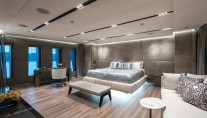 MOTOR YACHT OURANOS OWNER SUITE