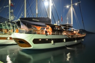 MS MEZCAL -  In port at night