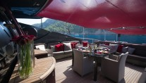 MY ASCARI - Aft deck dining and seating