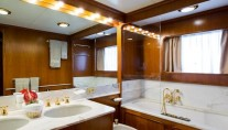 MY BACHATA QUEEN - Master bath