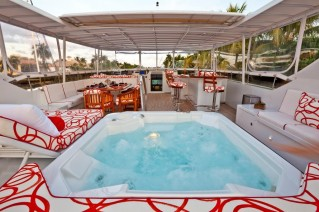 MY CARTE BLANCHE - Jacuzzi on sundeck