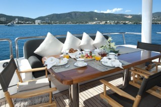 MY CHRISTINA G - Aft deck dining