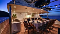 MY COMMITMENT - Upper deck alfresco dining