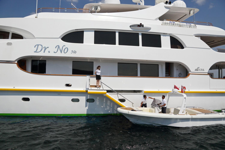 DR NO NO Yacht Charter Details, CRN Ancona   CHARTERWORLD Luxury ...