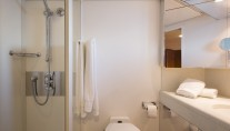 MY LIBRA Y- Guest ensuite and shower