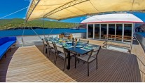 MY PASSION - Upper deck alfresco dining