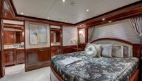 MY SOVEREIGN 55 - Port VIP cabin