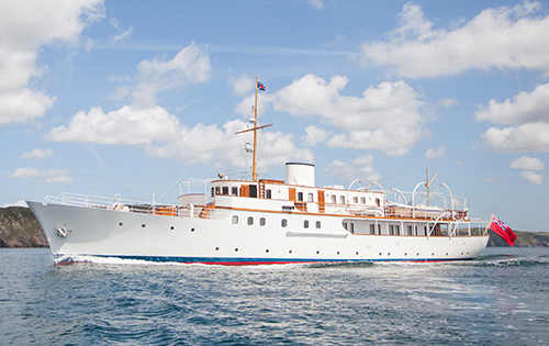 Classic motor yacht malahne a camper nicholsons superyacht for Vintage motor yachts for sale