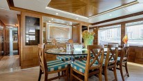 Majesty 105 yacht Le Must - dining area