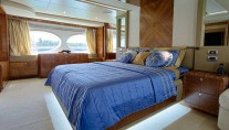 Majesty 105 yacht Le Must - owners stateroom