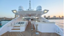 Majesty 122 superyacht -Fly-bridge Jacuzzi and Bar
