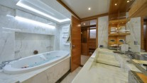Majesty 135 superyacht - Owners En Suite