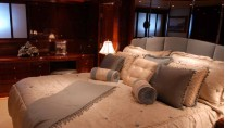 Master-Stateroom-on-the-superyacht-Prestige-Lady