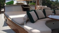 Motor Sailor FREYA -  Forward Seating and Sunpads