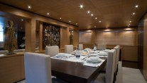 Motor Yacht BLUE SCORPION - Dining Table