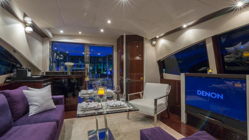 My carpe diem motor yacht carpe diem salon luxury for Salon carpe reims