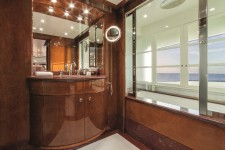 Motor Yacht CHECKMATE. -  Master Bath