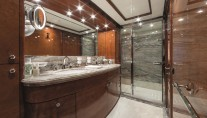 Motor Yacht CHECKMATE. -  VIP Bathroom