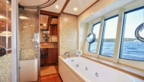 Motor Yacht DAY OFF - Large ensuite