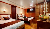 Motor Yacht DUKE OF YORK - Tripple cabin
