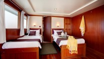Motor Yacht DUKE OF YORK - Twin cabin b