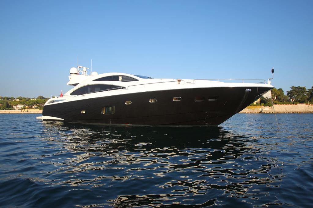 motor yacht firecracker sunseeker predator 84 superyacht. Black Bedroom Furniture Sets. Home Design Ideas