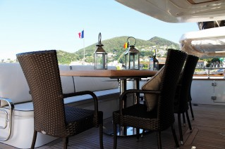 Motor Yacht HAPPY FEET - Aft deck alfresco dining