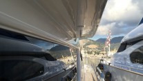 Motor Yacht HAPPY FEET - Side deck