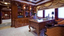 Motor Yacht MARTHA ANN - Master office