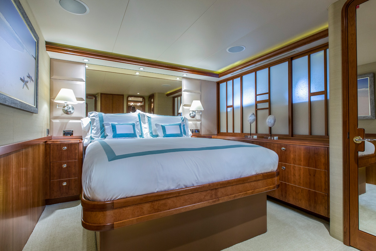 Motor Yacht OASIS - Guest cabin