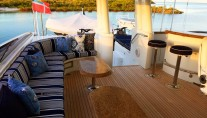 Motor Yacht OASIS - Seating and bar