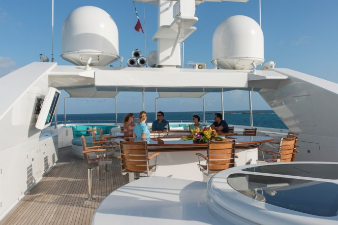 Motor Yacht RHINO - Sundeck and bar
