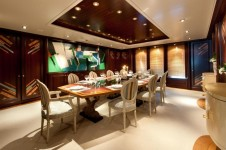 Motor Yacht Reborn - Dining Table