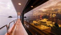 Motor Yacht SOVEREIGN - Side deck