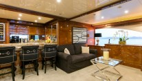 Motor Yacht SOVEREIGN - Upper salon bar