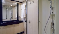 Motor Yacht Stinray M -  Bathroom 2