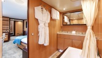Motor Yacht THE OFFICE - Master from ensuite