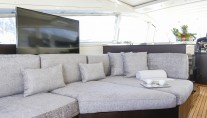 Motor Yacht THE OFFICE - Sofa and entertainment
