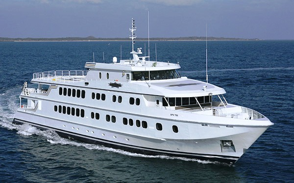 Cruising image gallery luxury yacht gallery browser for Luxury motor boats for sale