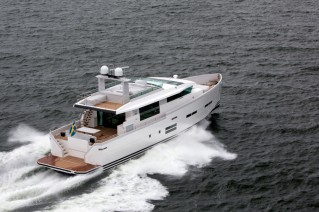 Motor yacht 88 IPS by Delta Powerboats - aft view