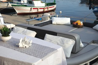 Motor yacht ARWEN - Aft deck dining and sunpads
