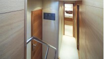 Motor yacht ARWEN - Steps to cabins