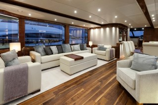 Motor yacht AUTUMN -  Salon.jpeg