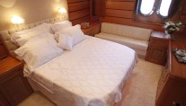 Motor yacht AZMIM -  Master Cabin View 2